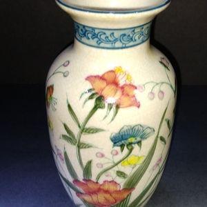 Urn / Vase hand painted